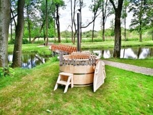 Wooden hot tub for garden 1