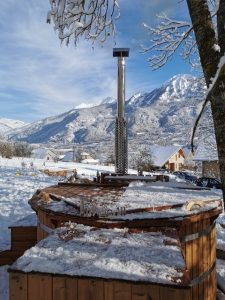 Wooden hot tub with jets Deluxe 2