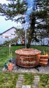 Wooden outdoor spa in thermowood Deluxe 1