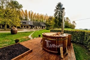 Wooden outdoor spa in thermowood Deluxe 3
