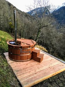 Wooden outdoor spa in thermowood Deluxe testimonial