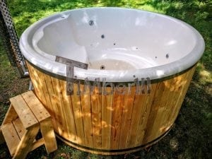 Outdoor fiberglass hot tub with integrated heater Wellness Deluxe 21