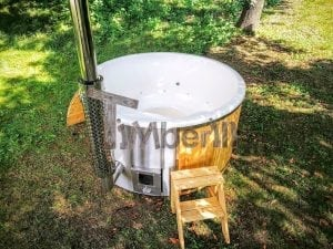 Outdoor fiberglass hot tub with integrated heater Wellness Deluxe 5