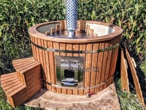 Outdoor spa with polypropylene liner 8