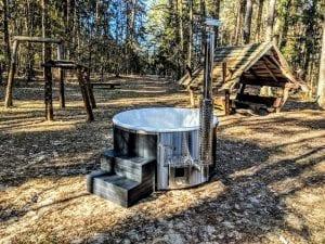 Black fiberglass lined hot tub with integrated burner Wellness Scandinavian 3