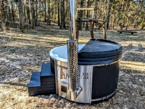 Black fiberglass lined hot tub with integrated burner Wellness Scandinavian 37