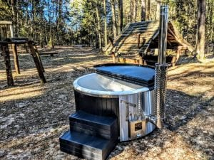 Black fiberglass lined hot tub with integrated burner Wellness Scandinavian 38