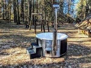 Black fiberglass lined hot tub with integrated burner Wellness Scandinavian 4