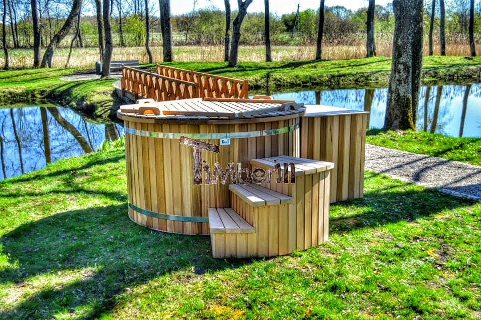Wooden hot tub electric
