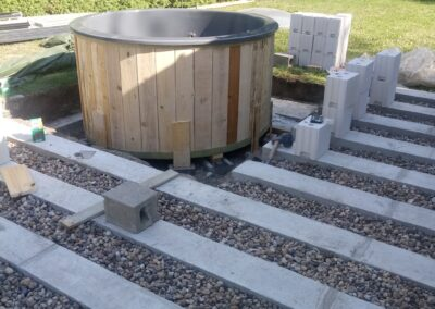 Building the outdoor terrace (6)