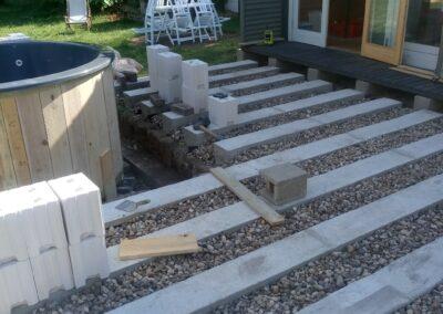 Building the outdoor terrace (7)