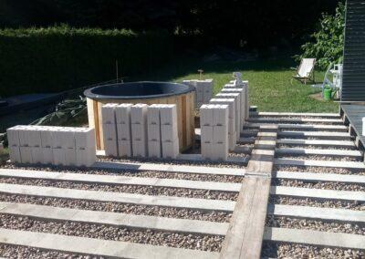 Building the outdoor terrace (8)